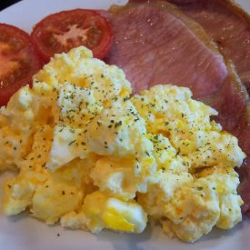 Grilled Bacon, Tomato and Scrambled Eggs